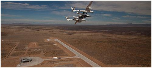 WhiteKnightTwo y SpaceShipTwo sobre la pista de at Spaceport America en Nuevo Mexico - Virgin Galactic