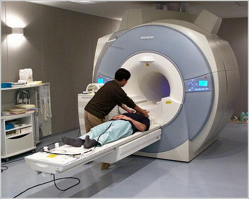 Voluntario para unas pruebas en un fMRI