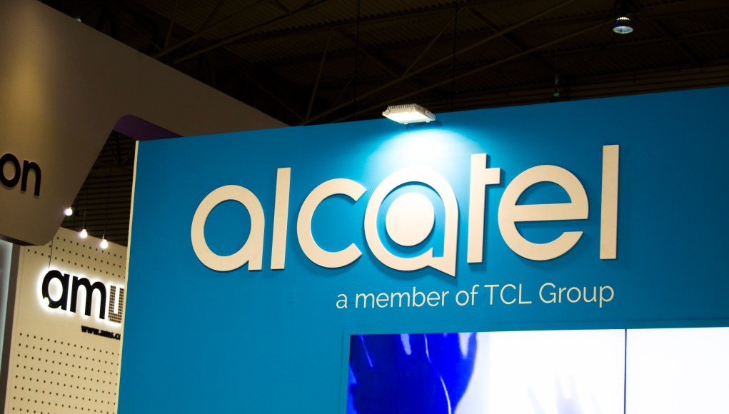 Alcatel prepara su buque insignia con Windows 10 Mobile
