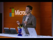Myerson presentando Windows 10 S