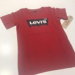camiseta roja levis