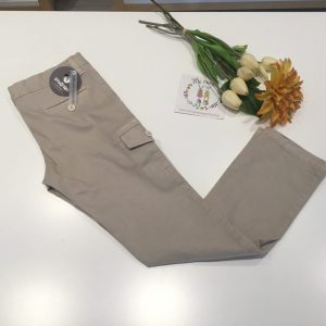 pantalon beigs con bolsillo en lateral