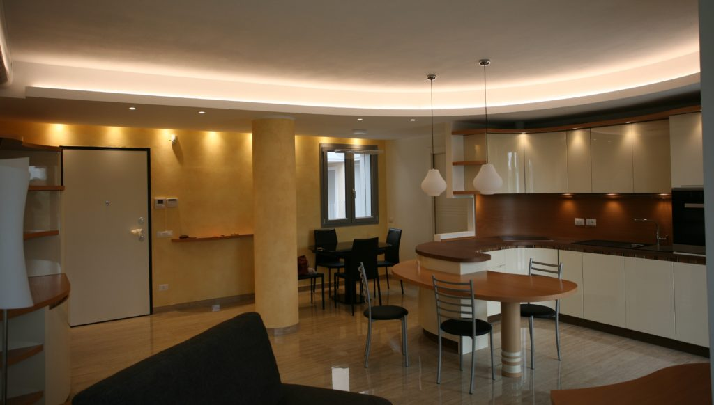 Prima e dopo il progetto di una cucina open space a Milano