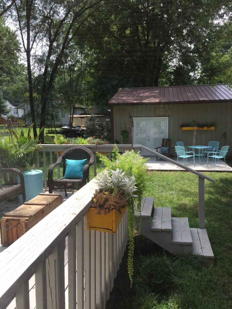 Outdoor Living: DIY Floating Deck