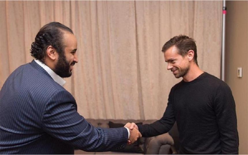 Jack Dorsey, PDG de Twitter, et Mohammed ben Salmane, prince héritier saoudien, se serrent la main sur une photo publiée par Bader al-Asaker en juin 2016 (Instagram)