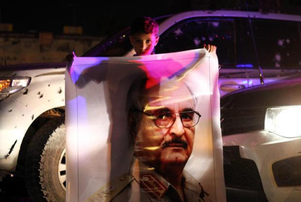 Libya%20Haftar%20Pic%20Boy%20Purple%2019%20Oct%202015 0 Libye : les kadhafistes de retour en scène