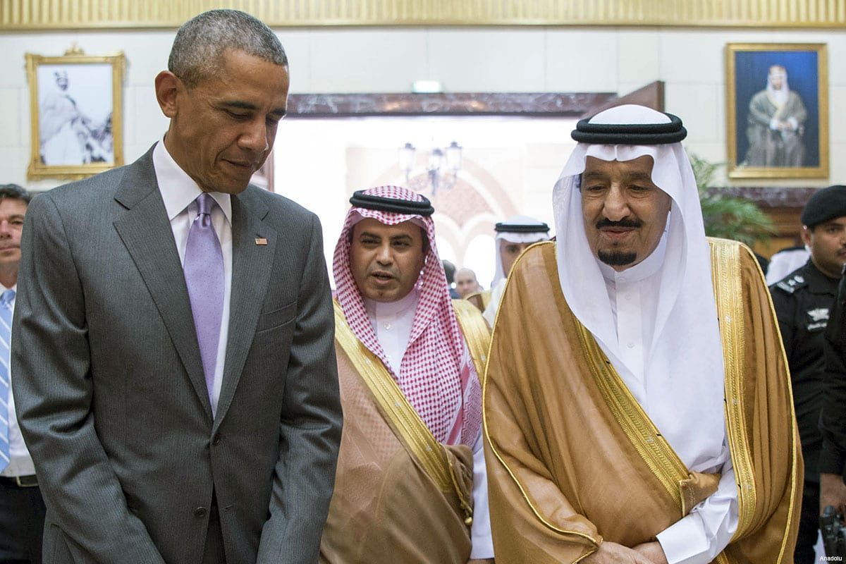 US President Barack Obama (L) meets with Saudi King Salman bin Abdulaziz Al Saud