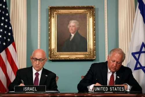 US Undersecretary of State Tom Shannon (R) and Israeli Acting National Security Advisor Jacob Nagel (L) participate in a signing ceremony for a new 10-year pact on security assistance between the two nations at the State Department in Washington, September 14, 2016. REUTERS/Gary Cameron