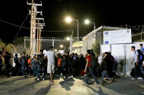 Image of refugees and migrants on September 19, 2016 [Intimenews/Manolis Lagoutaris/via REUTERS]