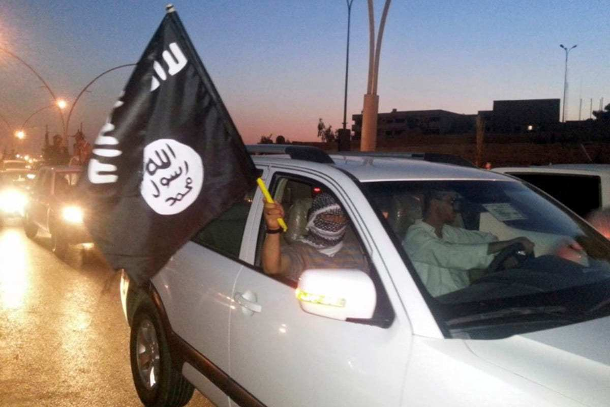 Daesh militants wave their flag [REUTERS/Stringer/File Photo]
