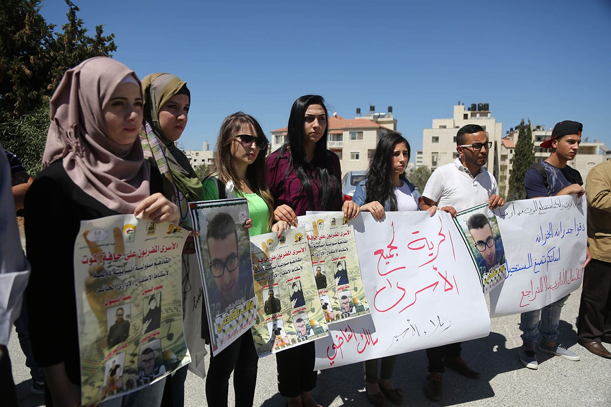 Palestinian students gather to show solidarity with hunger striking prisoners n Ramallah, West Bank on September 19, 2016 [Anadolu]