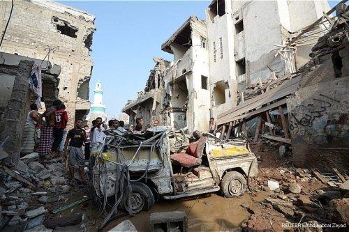 Image of buildings in ruin after being hit by airstrikes in Yemen 2016 [Reuters]
