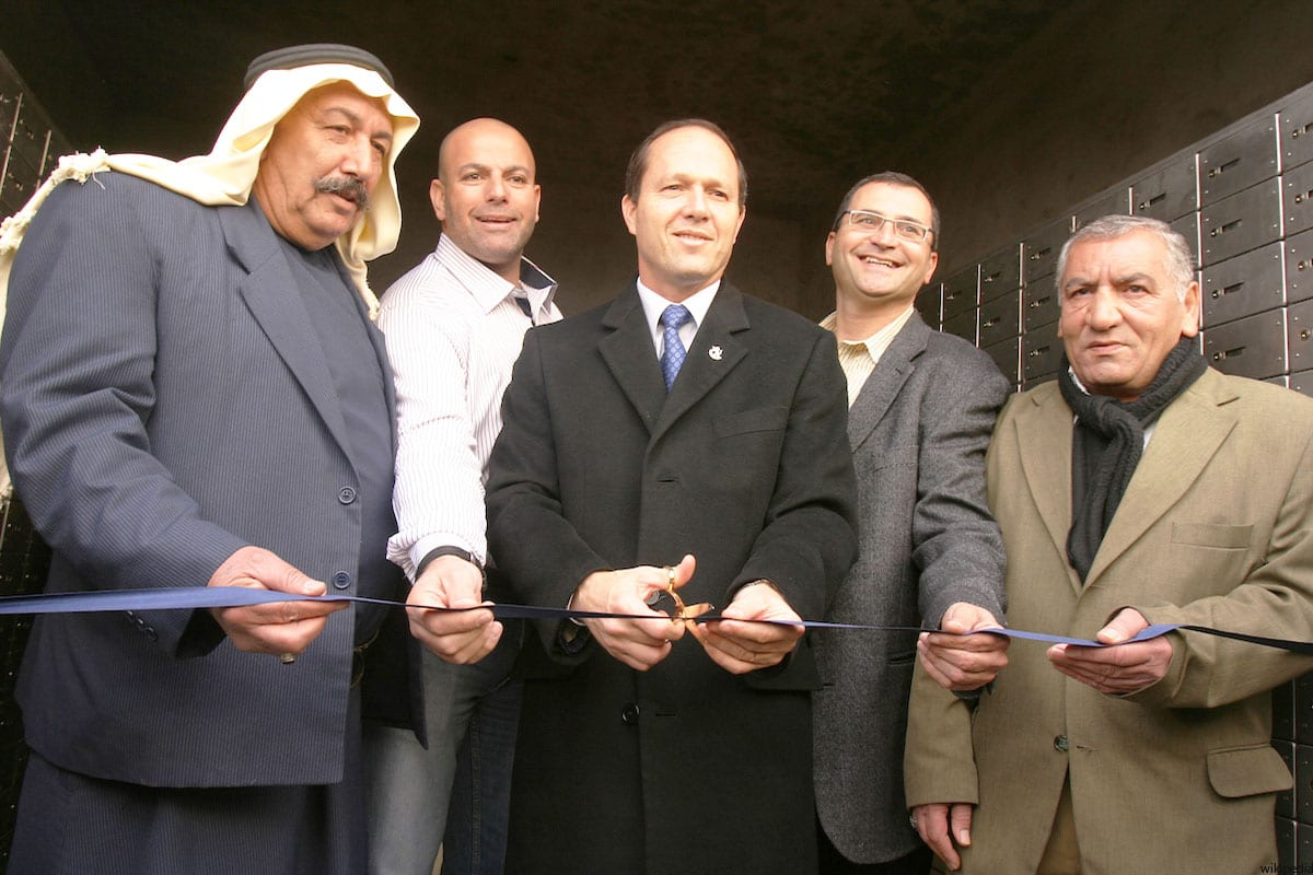 Jerusalem Mayor Nir Barkat (C).