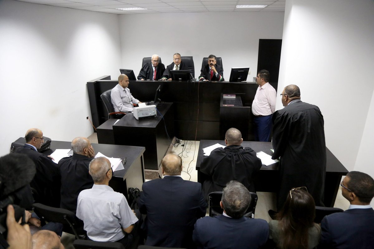 Chief of Court Board Hisham al-Hantu (C) reads the Palestinian Supreme Court's decision that municipal elections can be held, but only in the West Bank and not in Gaza Strip on October 3, 2016 in Ramallah, West Bank. [Issam Rimawi - Anadolu Agency]