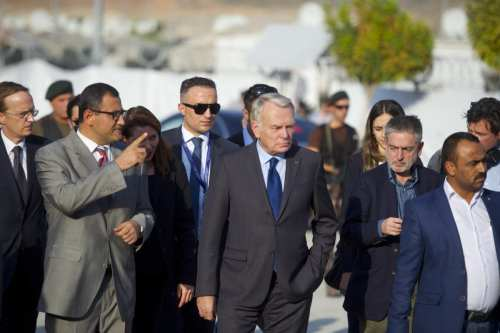 French Foreign Affairs Minister Jean-Marc Ayrault (C) visits Syrian refugees on October 23, 2016 [Kerem Kocalar/Anadolu Agency]