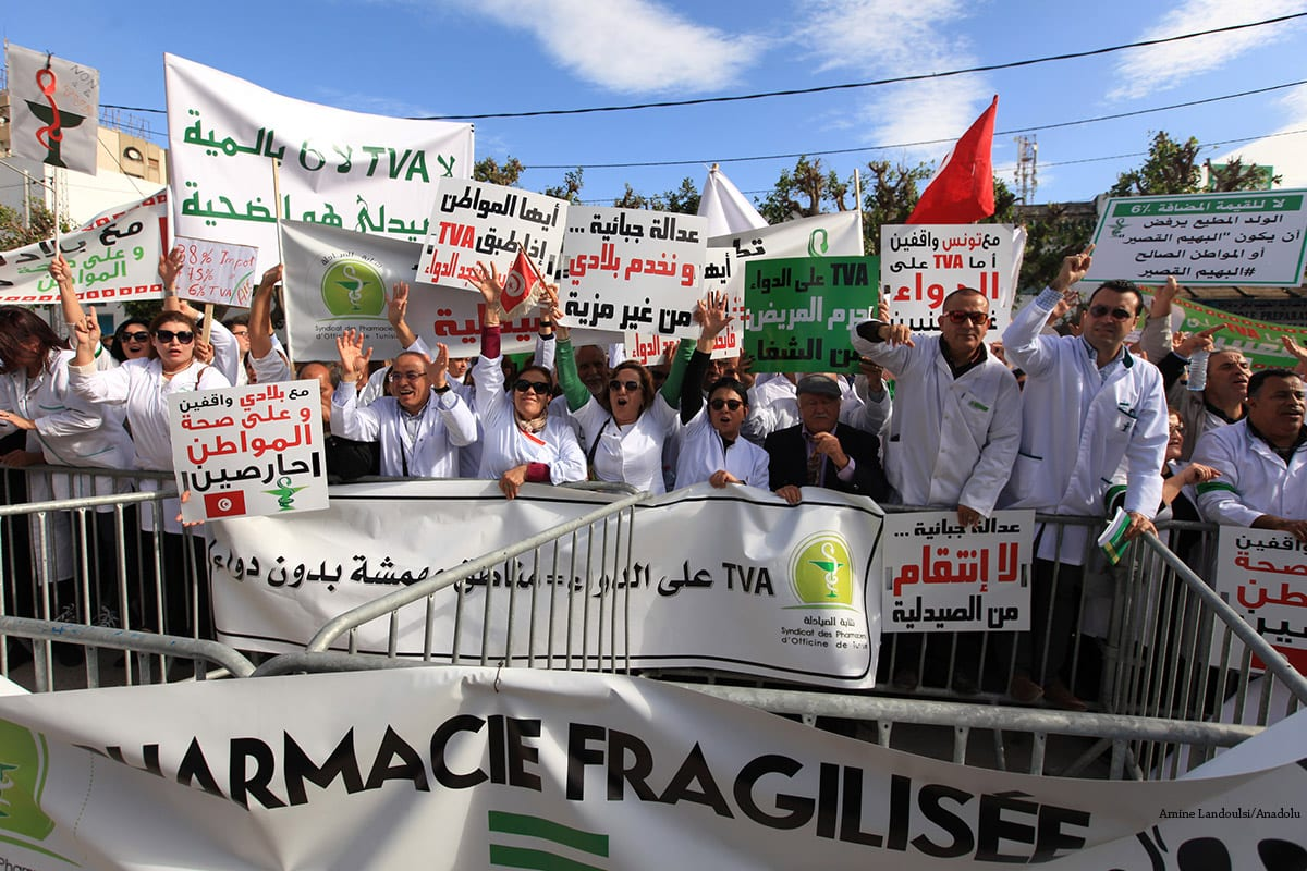 Tunisian pharmacists stage a demonstration against the new tax set for them by the government in Tunisia on November 22 2016 [Amine Landoulsi/Anadolu]