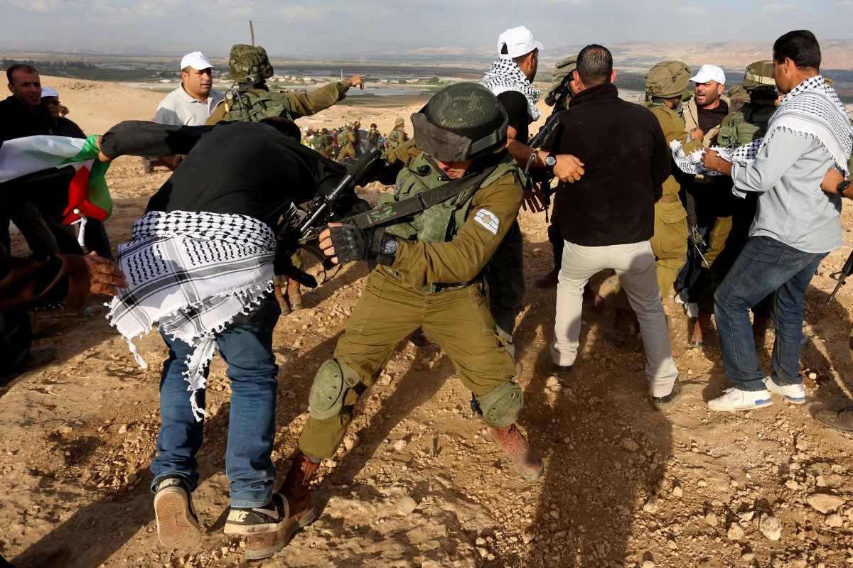 Israeli security forces brutally arrest Palestinian protesters in West Bank [Issam Rimawi - Anadolu Agency]