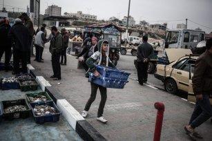 Palestinian children work under difficult conditions due to Israeli embargo over Gaza in Gaza City [Ali Jadallah/ Anadolu Agency]