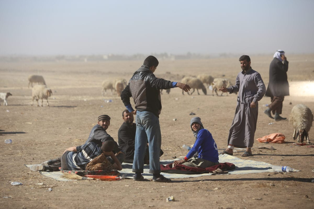 Image of Iraqi civilians who left their homes as the operation to liberate Iraq's Mosul from Daesh continues [Feriq Fereç/Anadolu Agency]