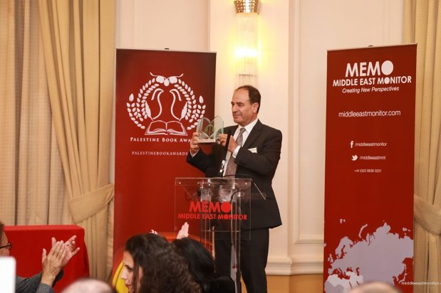 """Prof Yasir Suleiman delivers his acceptance speech at the Palestine Book Awards 2016 for his work on """"Being Palestinian"""" [Middle East Monitor]"""