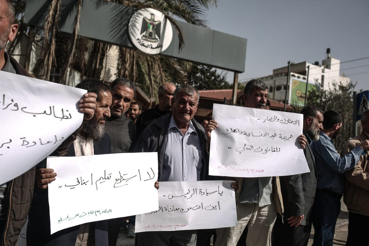 Palestinians attend a protest against unemployment and poverty outside the Palestinian Prime Ministry in Gaza City Gaza on November 24 2016 [Ali Jadallah/Anadolu Agency]