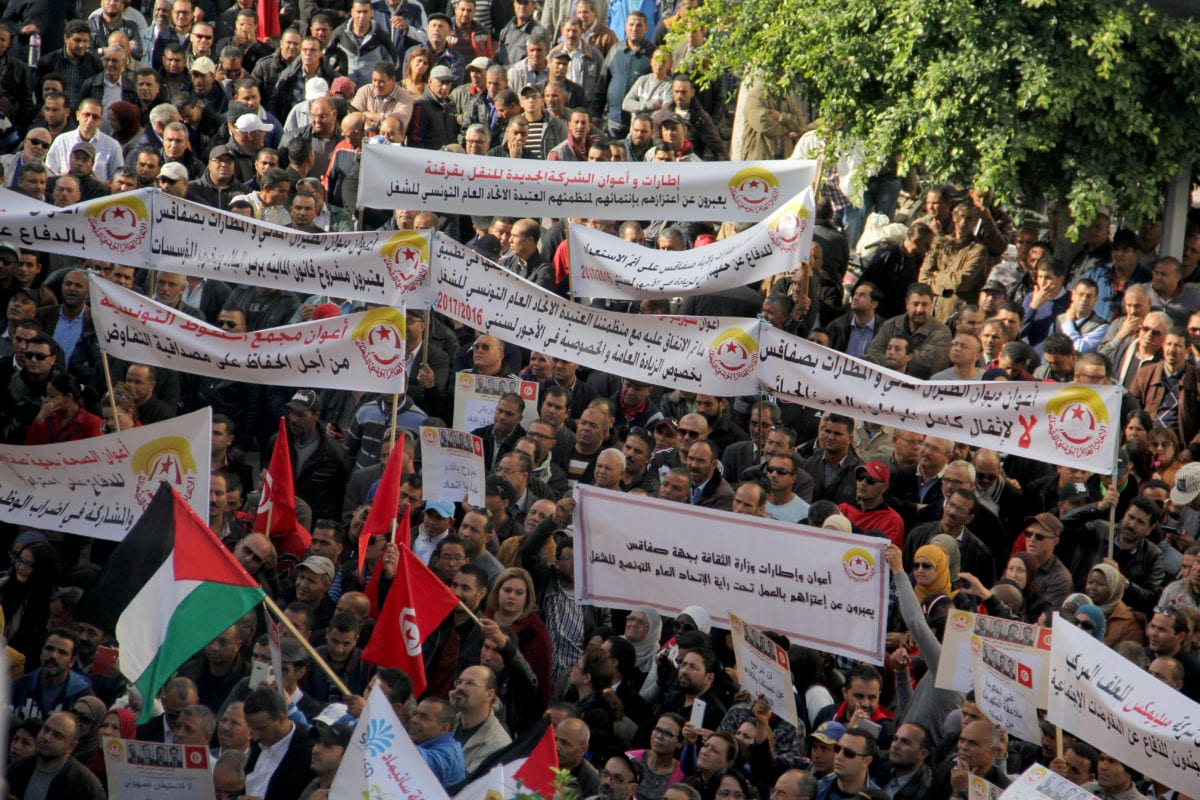 Tunisians take part in a protest calling for higher salaries of public employees in Sfax, Tunisia on November 27 2016 [Houssem Zouari - Anadolu Agency]