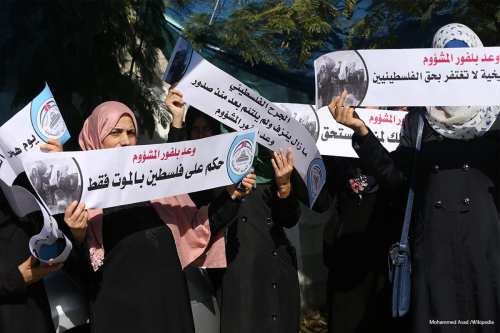 Palestinians protest to mark the 99th anniversary of the Balfour Declaration on November 1st 2016 [Mohammed Asad /middle east monitor]