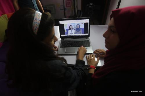 Haya (L) and Maram Barghouth (R) hosts for the popular Youtube show Two Sisters Tube [Mohammed Asad-Middle East Monitor]