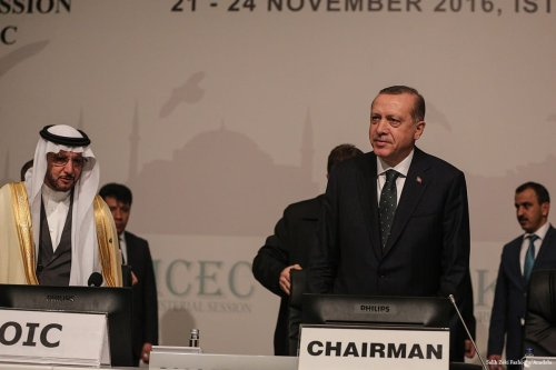 Turkish President Recep Tayyip Erdogan (C) attends the meeting of Standing Committee for Economic and Commercial Cooperation of the Organization of Islamic Cooperation in Istanbul on 23 November 2016 [Salih Zeki Fazlıoğlu/Anadolu]