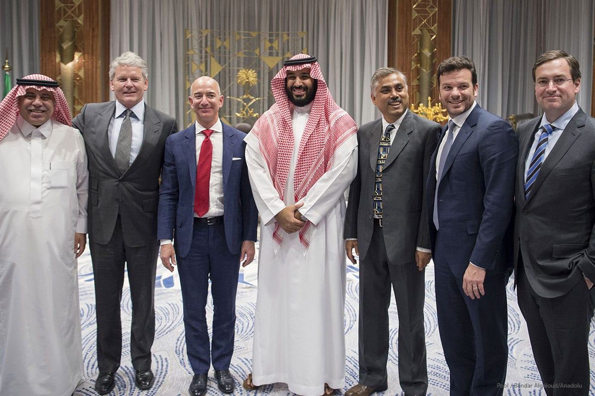 The founder of the Amazon website Jeff Bezos (3rd L) poses for a photo during his visit in in Riyadh, Saudi Arabia on November 9 2016 [Pool/Bandar Algaloud/Anadolu]