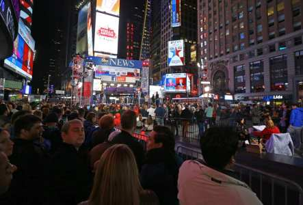 NEW YORK, UNITED STATES: People follow results of the 2016 Presidential Elections at Time Square Center in New York, United States on November 9, 2016. [Volkan Furuncu/Anadolu Agency]