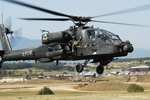 Image of a US Apache [U.S. Army Sgt. Stephen Proctor/Wikipedia]