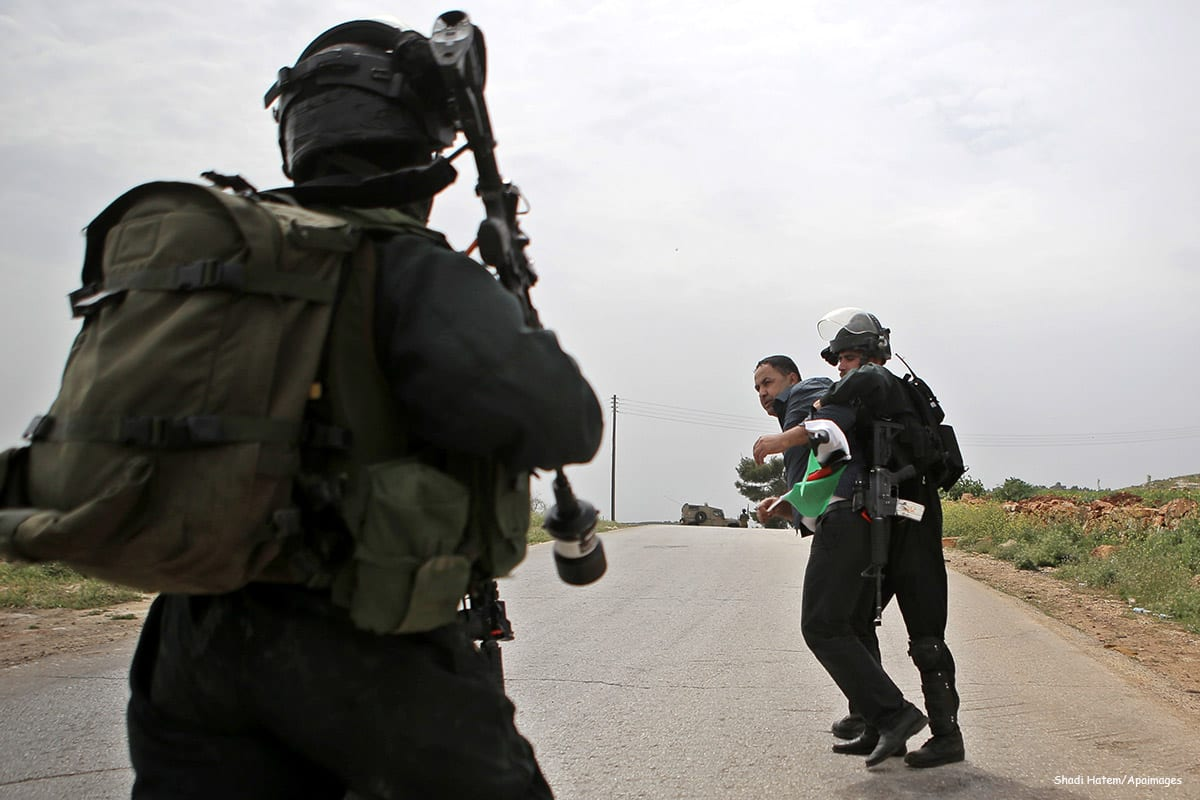 Image of Israeli security forces arresting a Palestinian protester [Shadi Hatem/Apaimages]