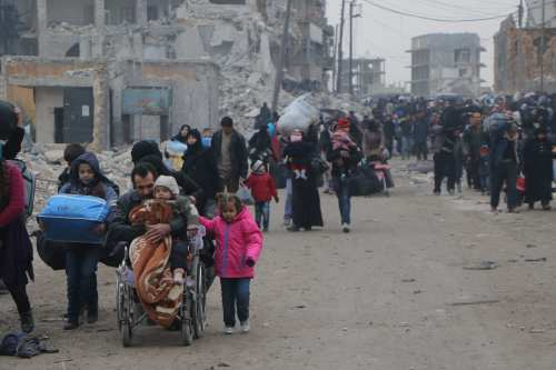 Syrians living in Aleppo flee the city due to ongoing regime forces attacks and move to opposition controlled areas on December 1, 2016 [Ibrahim Ebu Leys/Anadolu Agency]