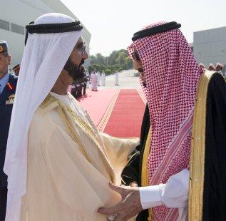 King of Saudi Arabia Salman bin Abdulaziz (R) is bidden farewell by Vice President of the UAE Mohammed bin Rashid Al Maktoum (L) at Dubai International Airport in Dubai on 5 December 2016 [Bandar Algaloud/Anadolu Agency]