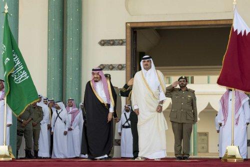 King of Saudi Arabia Salman bin Abdulaziz (L) is welcomed with an official ceremony by Emir of Qatar Sheikh Tamim bin Hamad Al Thani (R) at Royal Palace in Doha, Qatar on 5 December 2016. [Bandar Algaloud/ Saudi Kingdom/ Handout - Anadolu Agency]