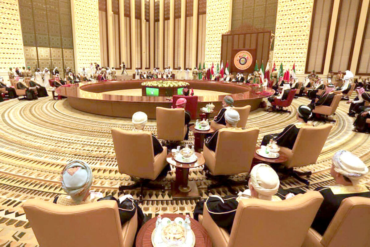 Gulf Cooperation Council member states attend the 37th Leaders Summit at Al-Sakhir Palace in Manama, Bahrain on December 6, 2016. ( Stringer - Anadolu Agency )