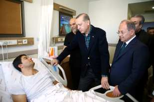 ISTANBUL, TURKEY - DECEMBER 11 : Turkish President Recep Tayyip Erdogan visits the injured police officers at Bezmialem Hospital in Istanbul, Turkey on December 11, 2016. (Kayhan Özer - Anadolu Agency)