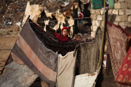 KHAN YUNIS, GAZA - DECEMBER 14: Children are seen behind a blanket as cold weather affects Khan Yunis in Gaza on December 14, 2016. ( Ashraf Amra - Anadolu Agency )