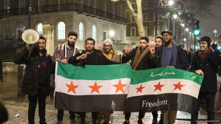 Protesters gather outside 10 Downing Street, London on 13th December 2016 [Jehan Alfarra/Middle East Monitor]
