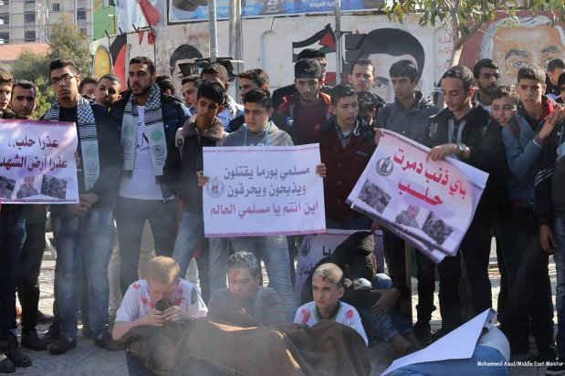Students demonstrate in support of Aleppo in Gaza on 6th December 2016 [Mohammed Asad/Middle East Monitor]