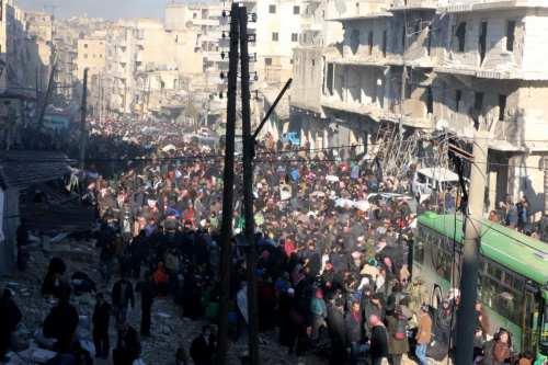 Image of civilians trying to flee from Aleppo on 15 December 2016 [Mamun Ebu Ömer/Anadolu Agency]