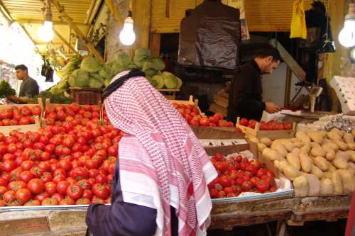 Vegetable market in Jordan [Dèsirèe Tonus/Flickr]