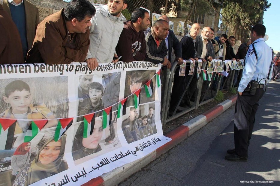 Palestinians take part in a protest to show solidarity with Palestinian children who have been arrested and held by Israeli forces [Mahfouz Abu Turk/Apaimages]