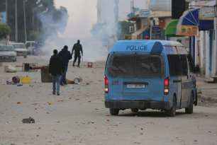 MEDENINE, TUNISIA - JANUARY 11: Police intervene protesters demanding social rights to citizens and resolution of the crisis at Ras Jadir border crossing btween Libya and Tunisia, in Ben Gardane town of Medenine, Tunisia on January 11, 2017. ( Tasnim Nasri - Anadolu Agency )