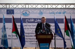 GAZA CITY, GAZA - JANUARY 19: Director for EU-Neighbourhood Policy, Michael Koehler speaks during the inaguriation ceremony of the European Union (EU) and UNICEF funded huge sea-water desalination plant with the attendance of the high level delegation from EU and UN is held in Deir al Balah, Gaza on January 19, 2017. ( Ashraf Amra - Anadolu Agency )