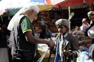 Yemeni children sell household objects customers at Salt Bazaar in capital Sanaa, Yemen on January 22 2017 [ Mohammed Hamoud - Anadolu Agency ]