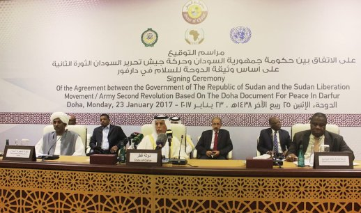 Qatari Deputy Prime Minister and Minister of State for Cabinet Affairs, Ahmad bin Abdullah Al Mahmoud (C) and Secretary-General, African Union Commission Chair Appoint Jeremiah Mamabolo (R) of South Africa Deputy Joint Special Representative for Darfur attend a signing ceremony of a framework peace agreement in Doha, Qatar on January 23, 2017 (Ahmed Youssef Elsayed Abdelrehim - Anadolu Agency )