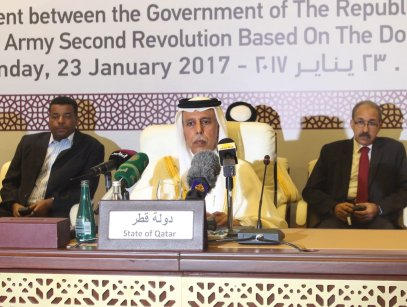 Qatari Deputy Prime Minister and Minister of State for Cabinet Affairs, Ahmad bin Abdullah Al Mahmoud (C) attends a signing ceremony of a framework peace agreement in Doha, Qatar on January 23, 2017 ( Ahmed Youssef Elsayed Abdelrehim - Anadolu Agency )