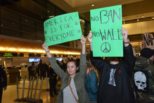 Demonstrators protest against a ban the Muslim ban at LA International Airport, California, on 28 January 2017 [Aydin Palabiyikoglu/Anadolu Agency]